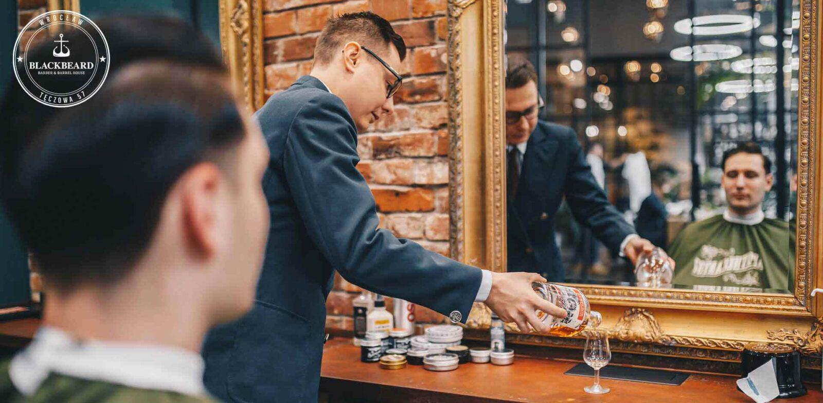 Fryzjer męski - degustacja podczas strzyżenia
